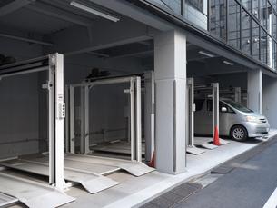 機械式駐車場の写真素材 [FYI01184350]