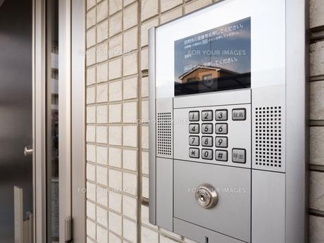 集合住宅のインターフォンの写真素材 [FYI01184380]
