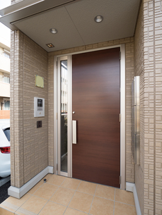 集合住宅の玄関の写真素材 [FYI01184382]