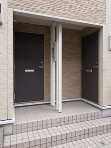 集合住宅の玄関の写真素材 [FYI01184394]