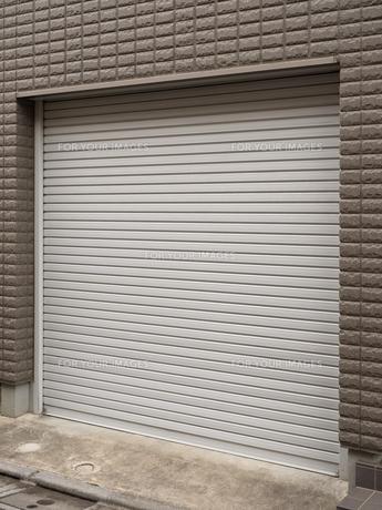 住宅のガレージ の写真素材 [FYI01184420]
