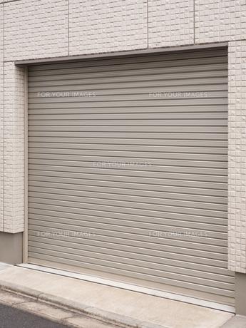 住宅のガレージ の写真素材 [FYI01184421]