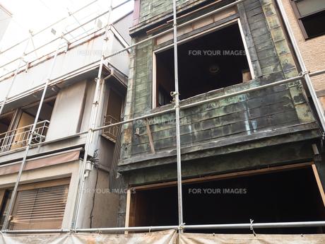 古い住宅の解体工事の写真素材 [FYI01185048]