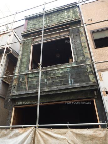 古い住宅の解体工事の写真素材 [FYI01185049]