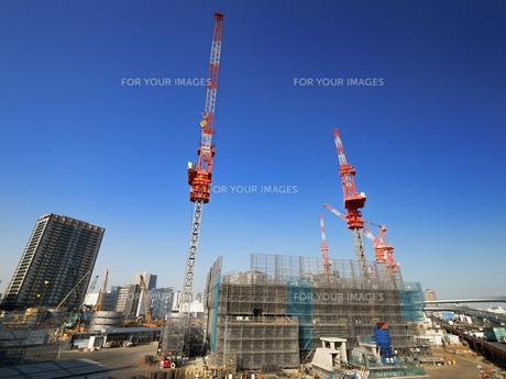 高層ビルの建設現場の写真素材 [FYI01185057]