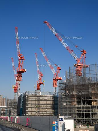 高層ビルの建設現場の写真素材 [FYI01185059]