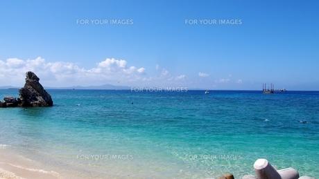 沖縄の夏 きれいな海(ゴリラチョップ)の写真素材 [FYI01185499]