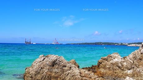 沖縄の夏 きれいな海(ゴリラチョップ)の写真素材 [FYI01185500]