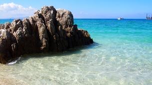 沖縄の夏 きれいな海(ゴリラチョップ)の写真素材 [FYI01185501]