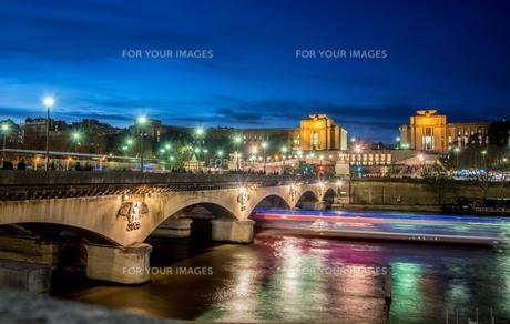 フランス夜景の写真素材 [FYI01185657]