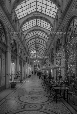 パリのガラス屋根の写真素材 [FYI01185661]