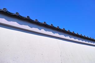 ひびが入った白塀の写真素材 [FYI01186078]