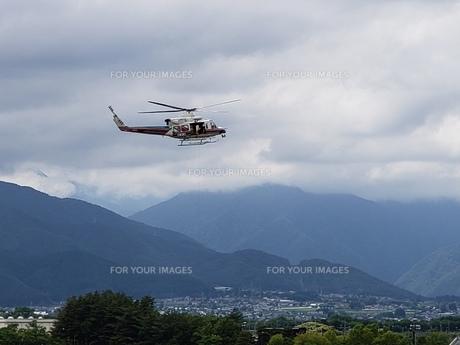 松本空港のヘリコプターの写真素材 [FYI01187332]