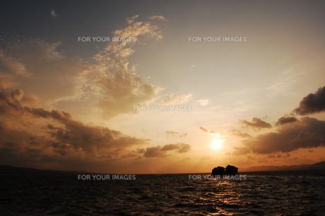 宍道湖の夕陽の写真素材 [FYI01187782]