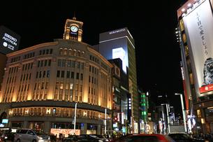 銀座四丁目交差点の夜景の写真素材 [FYI01187980]