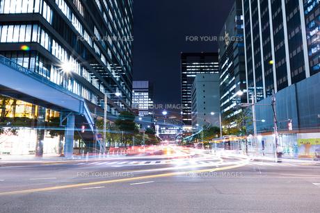 品川駅付近の交差点 夜景の写真素材 [FYI01188255]