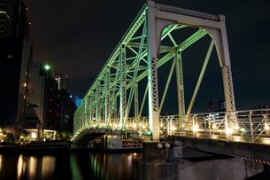東京湾岸 運河の橋 夜景の写真素材 [FYI01188260]