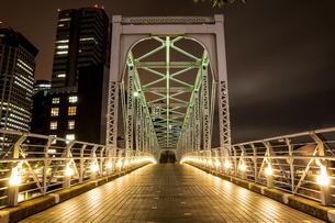 東京湾岸 運河の橋 夜景の写真素材 [FYI01188261]