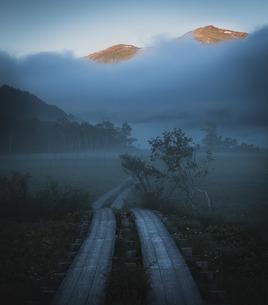 至仏山への写真素材 [FYI01188624]