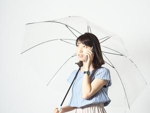 まだ、こっちは雨降ってるよ!!の写真素材 [FYI01189089]