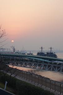 南京、長江の夕景の写真素材 [FYI01189455]