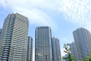 並んで立つ横浜みなとみらいのタワーマンションの写真素材 [FYI01189559]