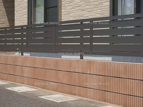 住宅のフェンスの写真素材 [FYI01189774]