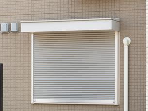 住宅の窓の防火シャッターの写真素材 [FYI01190050]