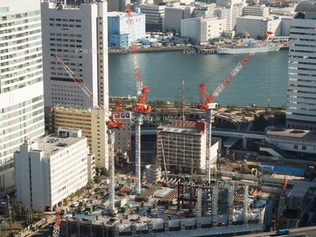 高層ビルの建設現場の写真素材 [FYI01190112]