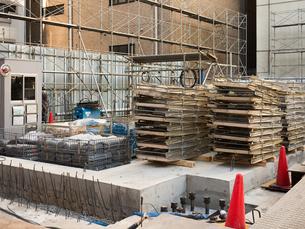 ビル建設現場の写真素材 [FYI01190120]