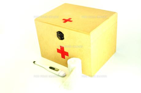 救急箱と包帯と体温計の写真素材 [FYI01190135]