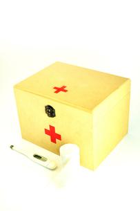 救急箱と包帯と体温計の写真素材 [FYI01190136]