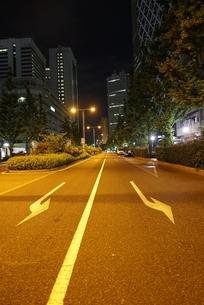 人通りのまばらな新宿駅西口の写真素材 [FYI01190179]