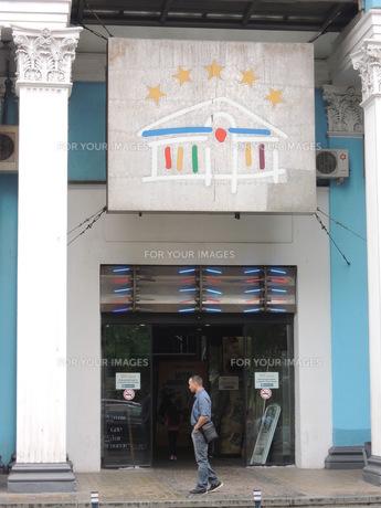 モスクワ市内のウーリツァ・パフルンと通りの映画館の写真素材 [FYI01190201]