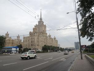 ウクライナホテルとクトゥソフスキー・プロスペクト通りの写真素材 [FYI01190202]