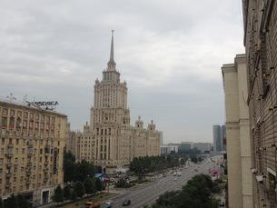 ウクライナホテルとその周辺クトゥソフスキー・プロスペクト通りの写真素材 [FYI01190205]
