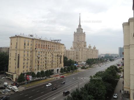 ウクライナホテルとその周辺とクトゥソフスキー・プロスペクト通りの写真素材 [FYI01190208]