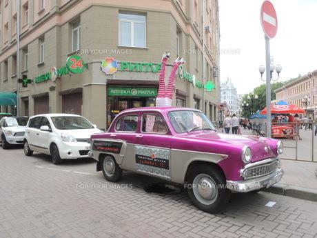 モスクワ市街のポップアートな自動車の写真素材 [FYI01190209]