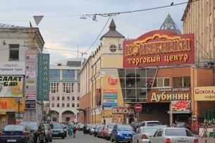パヴェレツカヤ駅近くの繁華街の写真素材 [FYI01190212]
