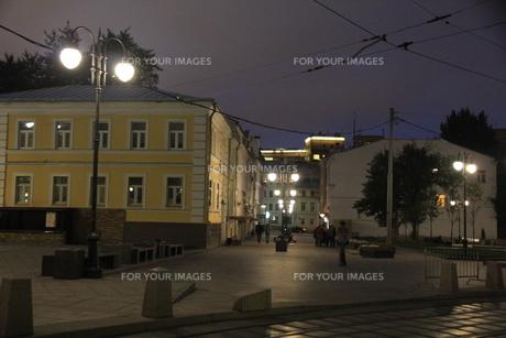 ノヴォクズネツカヤ駅近くのサドヴニチェスキー・プロイエズダ通りの写真素材 [FYI01190225]