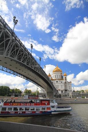 モスクワ川と救世主ハリストス大聖堂の写真素材 [FYI01190228]