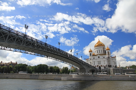モスクワ川と救世主ハリストス大聖堂の写真素材 [FYI01190229]