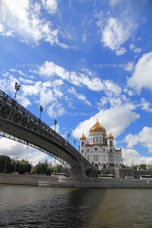 モスクワ川と救世主ハリストス大聖堂の写真素材 [FYI01190230]