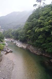雨上がりの水上の風景 荒川上流の写真素材 [FYI01190626]