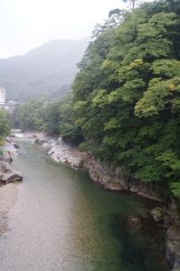 雨上がりの水上の風景 荒川上流の写真素材 [FYI01190628]