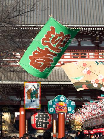 正月の浅草・仲見世通りの写真素材 [FYI01190701]