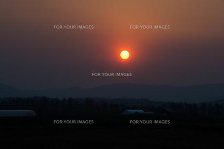 夕陽の写真素材 [FYI01190936]