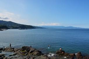 海邊のレジャー/ 夏休みの真鶴海岸の写真素材 [FYI01191029]