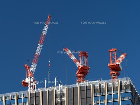 高層マンションの新築工事の写真素材 [FYI01191351]