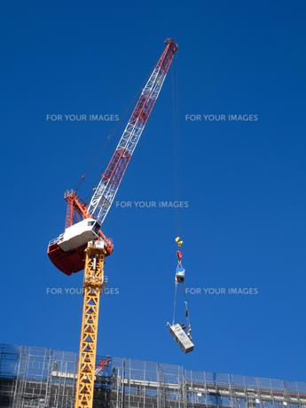 高層マンションの新築工事の写真素材 [FYI01191359]